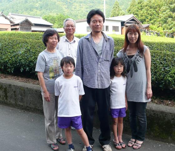 Kimihiko HAYASHI mit seiner Familie, 2010