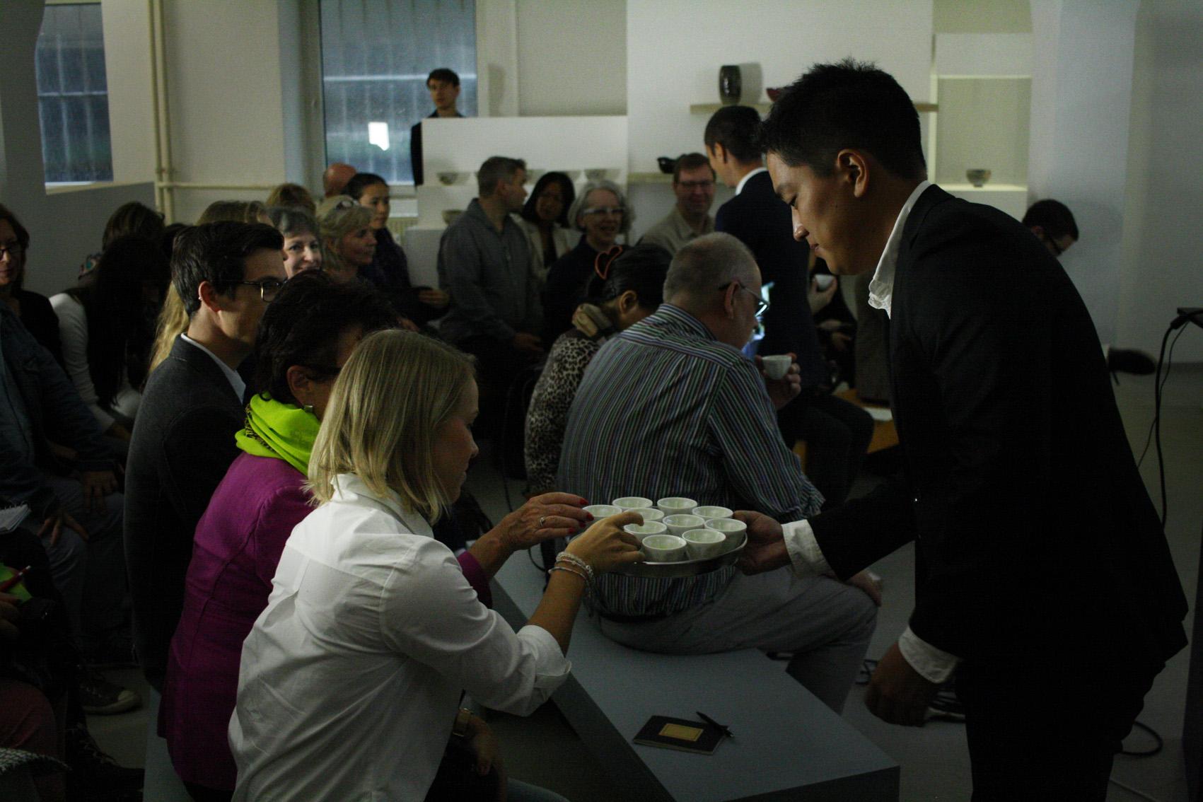 Kirishima Tea Event 2016: Kenji Hayashi handing over Kirishima Tokujou Sencha to our guests